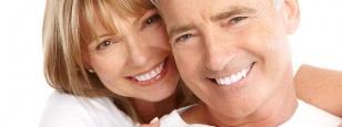 Kā var aizvietot trūkstošus zobus ar zobu implantu palīdzību?